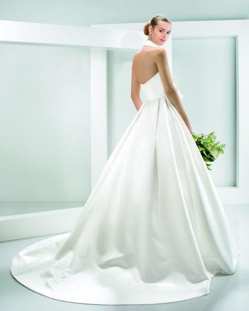 Bride wearing Jesus Peiro's Katarina Gown