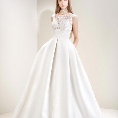 Bride wearing Jesus Peiro 7008