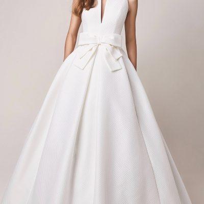 Bride wearing Jesus Peiro taffeta 110