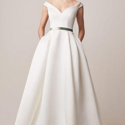Bride wearing Jesus Peiro 160