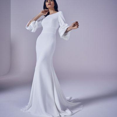 Bride wearing Suzanne Neville Elouise