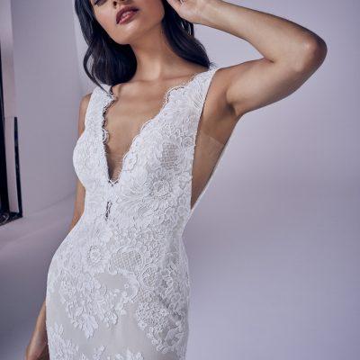 bride wearing Kassi suzanne neville