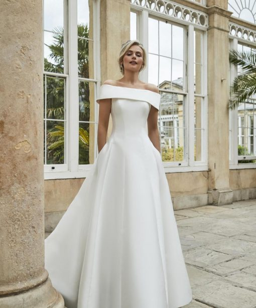 bride in sassi holford 2021 edna gown
